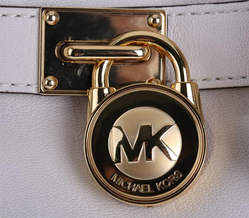 第一次来迈克皮具买MK包包,买回来的MK锁头包,甚是大爱啊!